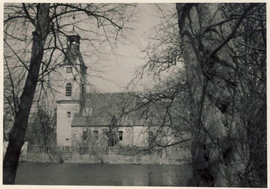 Die Dorfkirche Südseite
