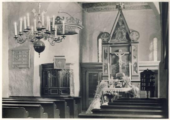 Der Innenraum mit Altarschmuck anlässlich des Erntedankfestes